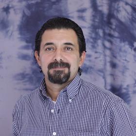 Dr. Roberto Martínez